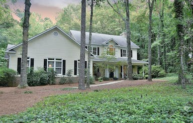 Beautiful Home Sits Back From The Road In Liberty